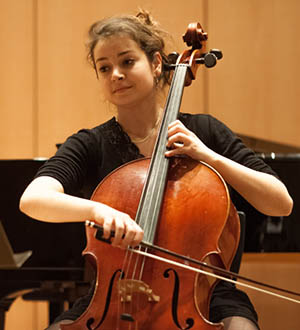 Justine Metral-1